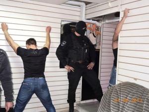 Ребята стояли послушно как будто каждый день тренируются.