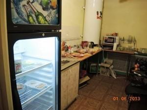 Кухня игрового клуба где посетителям готовили к продаже бутерброды, тосты.
