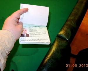 На столе лежал паспорт одного из игроков. Паспорт гражданина Азербайджана Адила Топалова