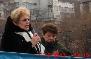 Лариса Токунова доводит истину до сознания масс в микрофон