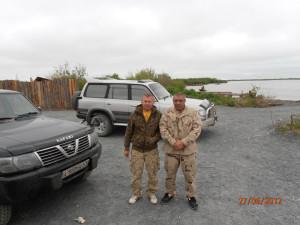 Слева направо – Журо Алексей Алексеевич (новый председатель) РО « Кабеку» и Тахчев Константин Георгиевич («Грек») и их «скромные» авто.