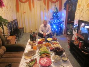 Это скромное жилище истинного коренного представителя народов Севера Тахчева Константина с традиционной пищей